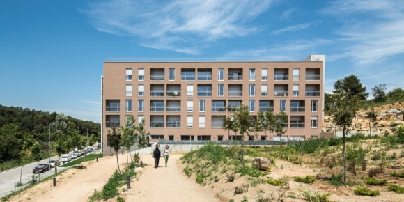 534c5696c07a8005610000fd_social-housing-for-people-over-65-in-girona-arcadi-pla-arquitectes__pl_9447-1000x500