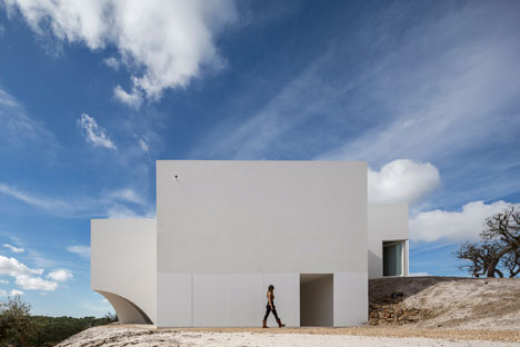 House-in-Fontinha-by-Manuel-Aires-Mateus_dezeen_13