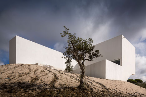 House-in-Fontinha-by-Manuel-Aires-Mateus_dezeen_8