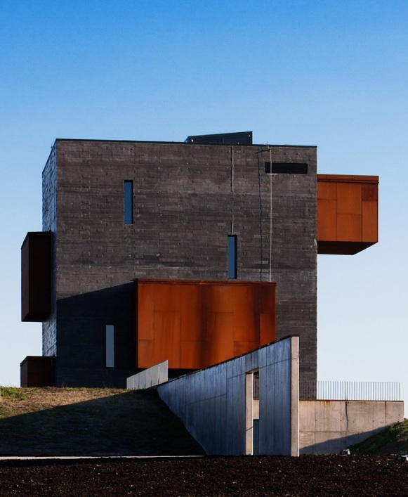 52372a2ae8e44e24570000ed_kemenes-volcanopark-visitor-center-foldes-architects_003_volcanocenter-1000x1000