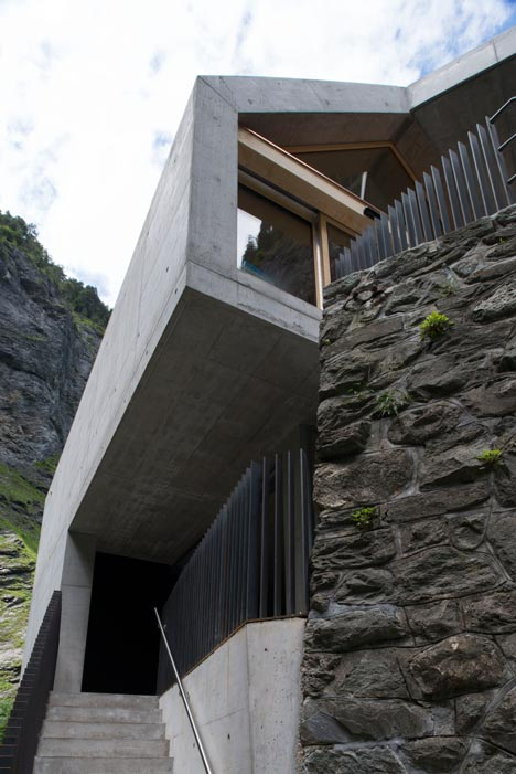 New-Visitors-Center-in-the-Viamala-Gorge-by-Iseppi-Kurath_dezeen_14