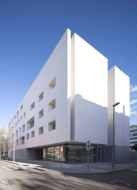 rafael-de-la-hoz-education-center-university-of-cordoba-designboom-04