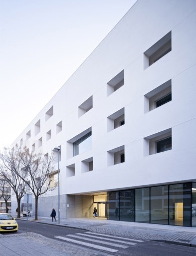 rafael-de-la-hoz-education-center-university-of-cordoba-designboom-07