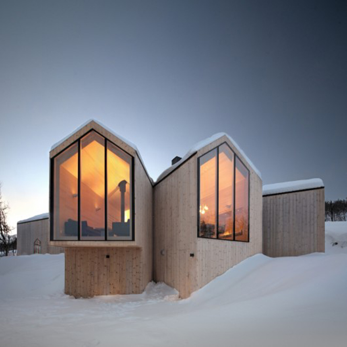 52f1ce8ae8e44e6111000112_split-view-mountain-lodge-reiulf-ramstad-arkitekter-as_rra_havsdalen-33-s-ren_harder_nielsen-530x491