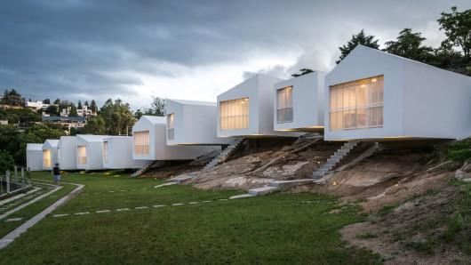 54bf0efae58ece1abf000179_5-houses-carlos-alejandro-ciravegna_5_casas_arq_ciravegna_fotos_g_viramonte-397-530x298