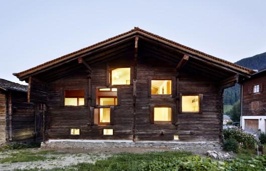 533b8e97c07a80e62d000098_casa-c-camponovo-baumgartner-architekten_exterior-530x342