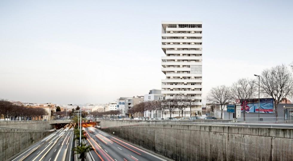 507ddaba28ba0d2b4600007f_julia-tower-sergi-pons-architecte_02-1000x549