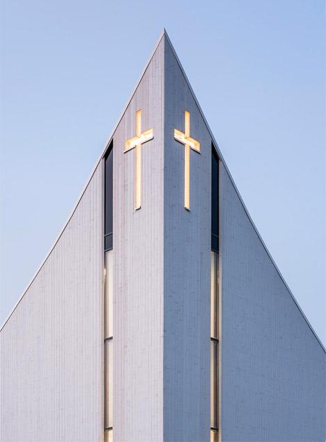 Algard-Church_LINK-Arkitektur_column_dezeen_468_1