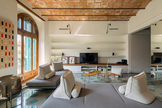 house-of-mirror-barcellona-nook-architects-02