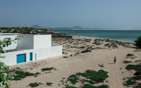 estoril-beach-house-jose-adriao-arquitectos-03.jpg