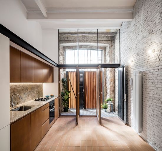 la-diana-house-barcelona-ras-studio-renovation-03