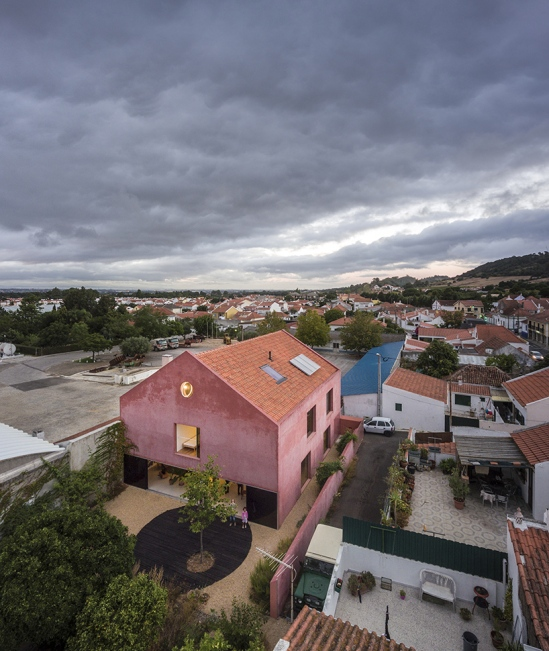 red-house-extrastudio-portugal-02