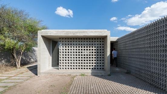 concrete-house-argentina-augustin-lozada-01
