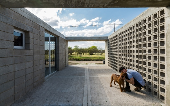 concrete-house-argentina-augustin-lozada-03