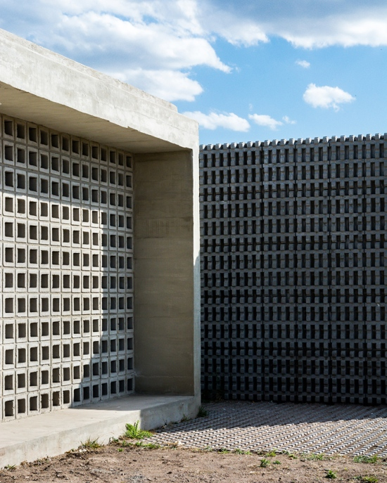 concrete-house-argentina-augustin-lozada-06