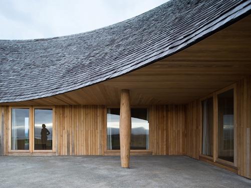 crescent-shaped-house-chile-pezo-von-ellrichshausen-03