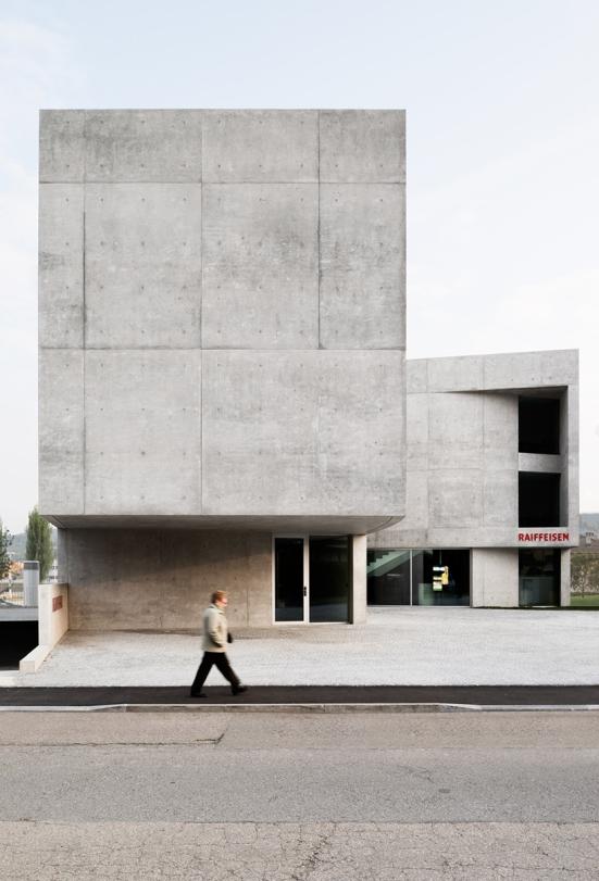 montemurro-aguiar-architetti-raiffeisen-bank-campagnadorna-stabio-switzerland-01