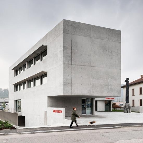 montemurro-aguiar-architetti-raiffeisen-bank-campagnadorna-stabio-switzerland-02