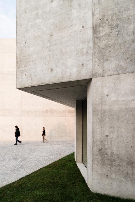 montemurro-aguiar-architetti-raiffeisen-bank-campagnadorna-stabio-switzerland-03