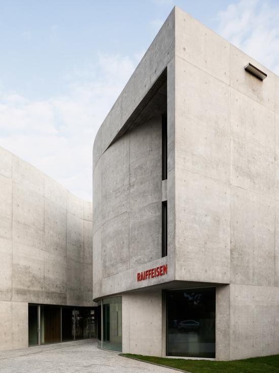 montemurro-aguiar-architetti-raiffeisen-bank-campagnadorna-stabio-switzerland-10