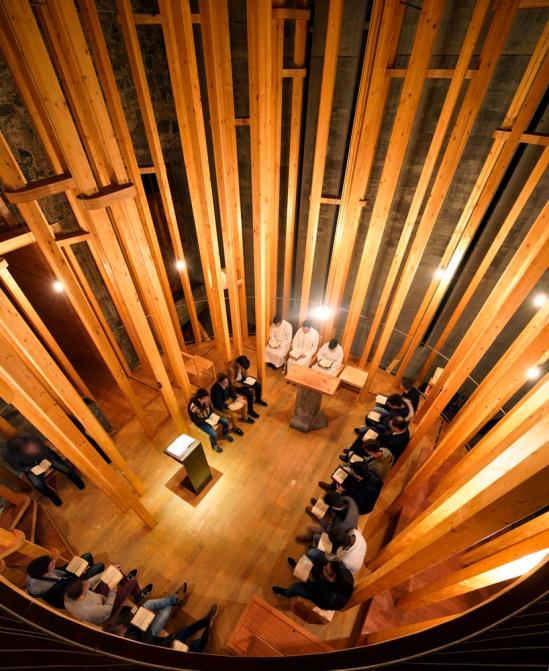 imaculada-and-cheia-de-graca-chapel-carejeira-architects-03
