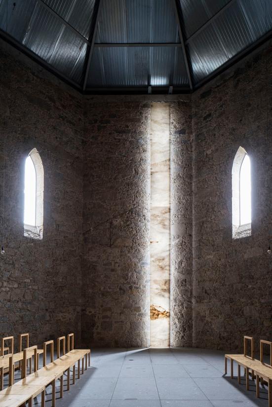 imaculada-and-cheia-de-graca-chapel-carejeira-architects-07